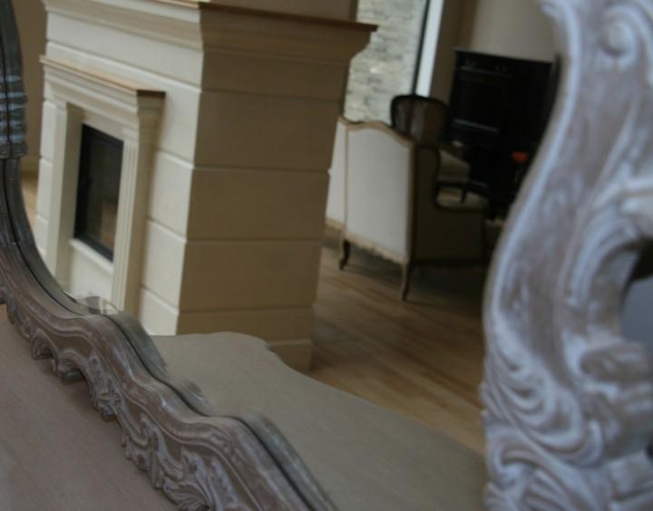 Отражение камина с зеркале, КП Резиденция Рублево