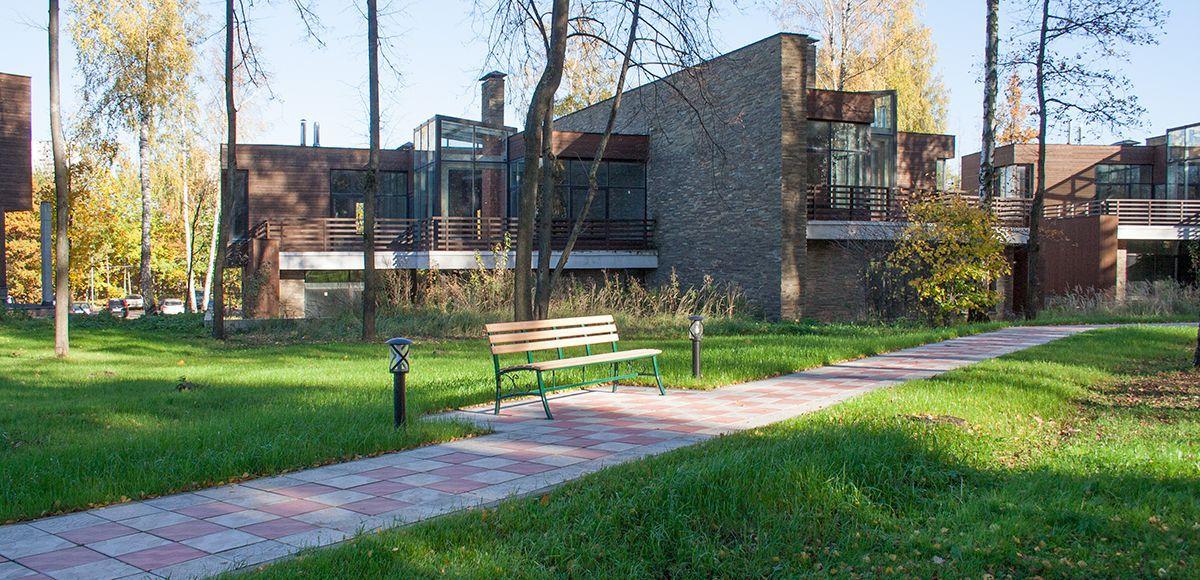 Лавочка в прогулочной зоне, КП Резиденция Рублево