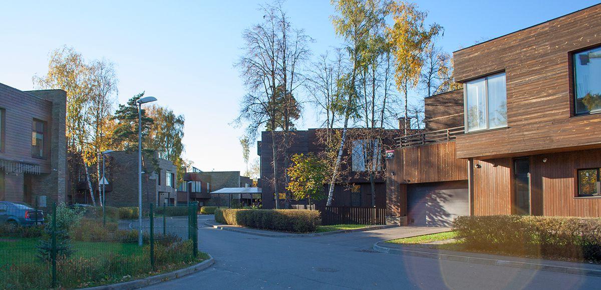 Панорама улицы в поселке Резиденция Рублево, осень 2016
