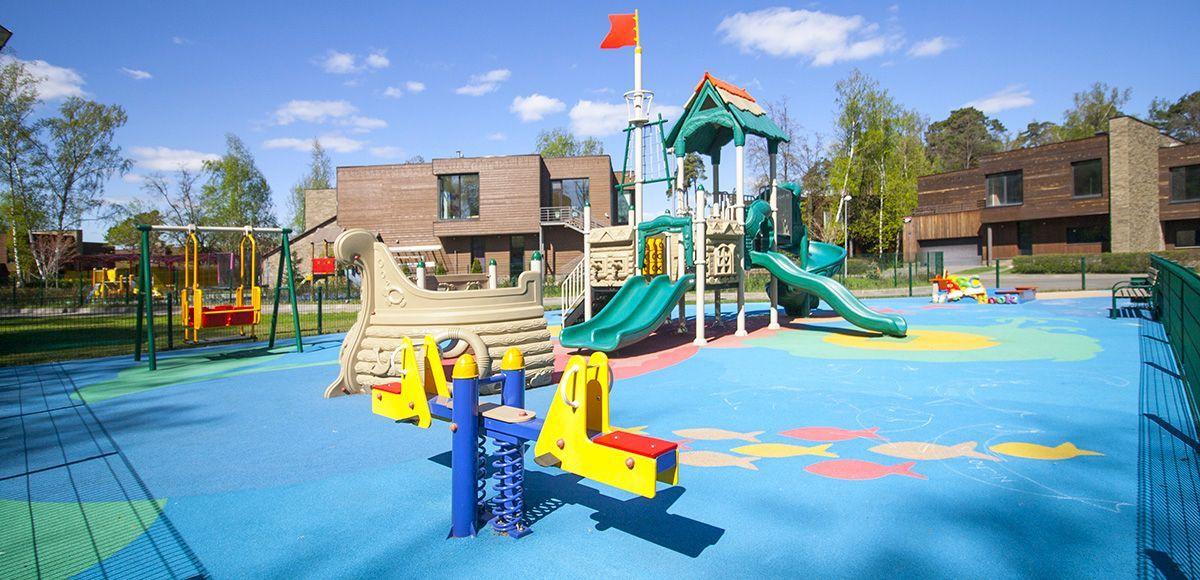 Большая детская площадка в Резиденции Рублево, весна 2017